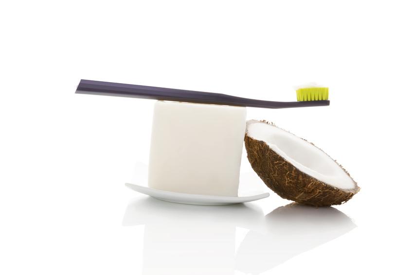 DIY Zahnpasta mit Kokosöl und Kurkuma